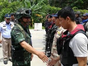 คุม 2 ผู้ต้องสงสัยสอบบึ้มสายบุรี ทหาร 500 นาย ปิดทางเข้าออกตัวเมืองล่ามือระเบิด