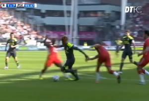 """""""เมสซี่"""" ยังอ้าปากค้าง!! เมื่อแข้ง PSV เลี้ยงทะลุทะลวงแบบนี้ (คลิป)"""