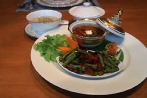 """""""เสน่ห์จันทน์"""" รังสรรค์มื้อกลางวันตำรับไทย """"Set Lunch"""" อิ่มอร่อยครบรสในบรรยากาศงดงามร่วมสมัย"""