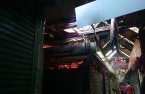 ตูมสนั่นกลางตลาดนัดจตุจักร เพลิงโหมไหม้ร้านธูป-เทียน วอด 3 ล็อก ไร้เจ็บ