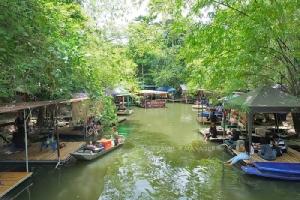 """เที่ยวตลาดน้ำกลางป่า...นั่งแพ เอาขาแช่น้ำ ที่""""ตลาดน้ำกวางโจว"""" จ.เพชรบุรี"""