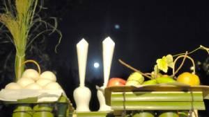 """ฟังเพลงหวาน กินโมจิ ชมจันทร์เพ็ญ รับ """"วันไหว้พระจันทร์"""" ที่ญี่ปุ่น (ชมคลิป)"""