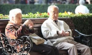 """ปี 2040 ระเบิดเวลาสังคมผู้สูงอายุทำแดนอาทิตย์อุทัย """"ล้มละลาย"""""""