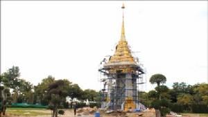 ผวจ.นครปฐมตรวจการก่อสร้างพระเมรุมาศจำลอง พบคืบแล้ว 80%