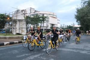 """ผู้ว่าฯ ภูเก็ตนำผู้บริหาร PKCD-สื่อ ร่วม """"ปั่น เปลี่ยน เมือง Bike Sharing in Phuket"""""""