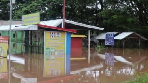 บางจุดสูง 2 เมตร! น้ำชีทะลักท่วมหลายหมู่บ้านใน ต.เกิ้ง ขณะที่เมืองเลยน้ำเริ่มลด(ชมคลิป)