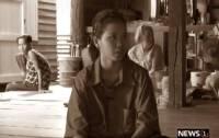 """หัวใจที่ไม่เคยท้อของ """"แอม"""" ด.ญ.วัย 14 กำพร้าทั้งพ่อ-แม่ อยู่กับย่า 2 คน อัมพฤกษ์-เป็นใบ้ ในบ้านที่ไม่มีประตู"""