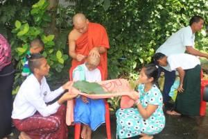ชมรมผู้รับเหมาภูเก็ตจัดอุปสมบทหมู่ชาวพม่า 109 คน ถวายในหลวง ร.9
