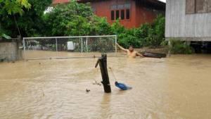"""""""เมืองเถิน"""" ยังจมบาดาลต่อเนื่อง 3 วันติด น้ำทะลักกว๊านพะเยาเพิ่มเท่าตัว"""