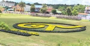 นร.โรงเรียนนราธิวาสนำดอกดาวเรืองจัดเรียงเลข 9 ไทย ร่วมน้อมรำลึกในหลวง ร.9