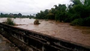 น้ำล้นตลิ่งท่วม 2 หมู่บ้านที่จอมทอง-ผู้ว่าฯ สั่งเร่งช่วย พร้อมเฝ้าระวังสถานการณ์ใกล้ชิด