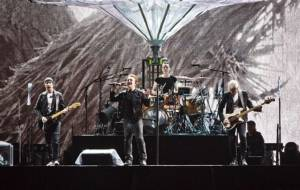 """โคตรวงร็อค """"U2"""" ขนเพลงฮิตเปิดคอนเสิร์ตฉลอง """"เมสซี"""" ไปบอลโลก"""