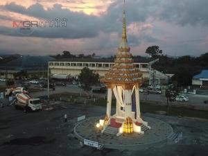 ร่วมถวายดอกไม้จันทน์ ณ พระเมรุมาศจำลอง 85 แห่งทั่วไทย
