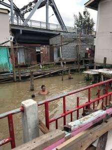 """""""อัศวิน"""" ตรวจความพร้อมการจัดการน้ำ ช่วงปลายฝน ยันไม่น่าห่วง พร้อมเยี่ยมชุมชนนอกแนวคันกั้นน้ำ"""