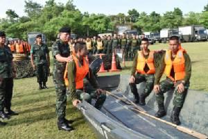 ผบ.ร.29 นำกำลังพล ซ้อมแผน ช่วยเหลือ ปชช.ประสบอุทกภัยน้ำท่วม