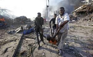 In Clip:ยอดดับพุ่ง คาร์บอมบ์บึ้มกลางกรุงโมกาดิชู!! ชาวโซมาเลียเสียชีวิตไม่ต่ำกว่า 53 ล่าสุด - ปธน.โมฮัมเหม็ด ยืนต่อแถวบริจาคเลือดช่วยเหยื่อ