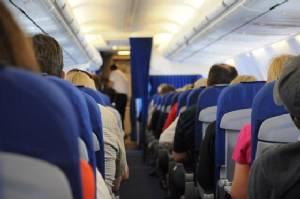 พฤติกรรมบนเครื่องบินที่คนญี่ปุ่นเห็นแล้วเป็นต้องร้องยี้!!