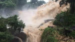 ดอยอินทนนท์สั่งปิดน้ำตกหลังฝนกระหน่ำน้ำป่าหลากไหลเชี่ยวกราก