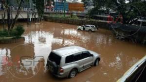 โกลาหล..ฝนถล่มน้ำสายทะลักท่วมตลาดท่าล้อ-ท่าขี้เหล็ก ซ้ำอีกรอบแล้ว