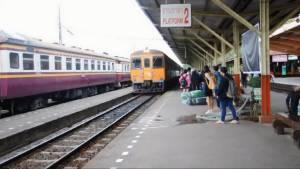 ชาวอุบลฯ ใช้บริการรถไฟร่วมพระราชพิธีถวายพระเพลิงฯ จำนวนมาก