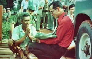 พระบรมราโชวาทในหลวง ร.๙ อันสำคัญยิ่งต่อโลกและชีวิตคนไทย แต่ไม่มีอยู่ในหนังสือที่รัฐบาล คสช.พิมพ์แจก ปชช.