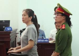 ลูกสาวบล็อกเกอร์ดังชาวเวียดนาม วอนสตรีหมายเลข 1 ช่วยปล่อยตัวแม่ที่ถูกจำคุก 10 ปี