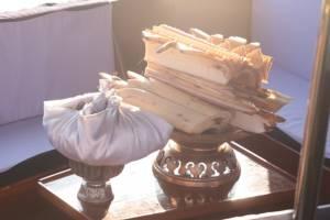 พิธีโบราณ จำเริญน้ำเครื่องสดประดับพระจิตกาธานพระราชพิธีถวายพระเพลิงพระบรมศพในหลวง ร.๙