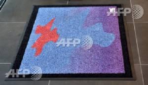 Cosmic mat welcomes aliens