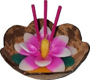 แฟมิลี่มาร์ท…สร้างสีสันแห่งสายน้ำชวนลอยกระทงจากกะลามะพร้าว