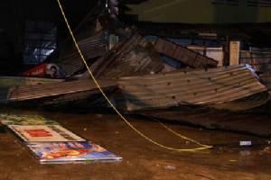 """ไต้ฝุ่น """"ดอมเรย"""" แรงเต็มพิกัด ซัดเมืองท่องเที่ยวเวียดนามอ่วม อาคารบ้านเรือนหลังคาหาย-หลายจังหวัดจมน้ำ"""