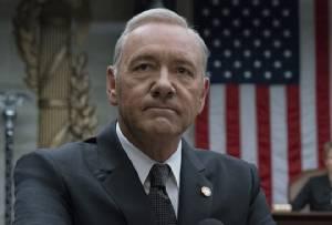 """จบเห่!! Netflix ไล่ """"เควิน สเปซี"""" พ้น House of Cards"""
