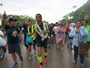 """หลากเรื่องราวความประทับใจ! จากผู้ชายชื่อ """"ตูน"""" วิ่งเพื่อการกุศล สร้างรอยยิ้มแก่ผู้คนตลอดทาง"""