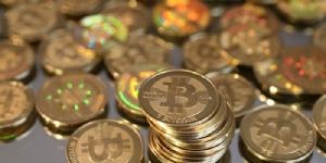 "bitcoin พุ่งสูงเป็นประวัติการณ์ หลังนักพัฒนาระงับแผน ""แยก"" สกุลเงิน"