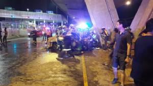 สลด! แท็กซี่ชนตอม่อทางด่วนศรีรัช ผู้โดยสารกรีดร้องก่อนไฟคลอกย่างสดพร้อมคนขับ