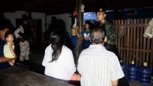 ปิดหมู่บ้าน! บุกค้นรังพ่อค้ายาเสพติดชายแดนไทย-ลาวที่อุบลฯ ได้ผู้ต้องหา-ของกลางเพียบ