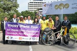 """การบินไทยสนับสนุนนักปั่นจักรยานรอบโลก """"ช่วยเหลือเด็กกำพร้าและเด็กด้อยโอกาสในไทย"""""""