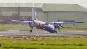 เครื่องบินฟลายบีลงจอดสุดระทึกหลังล้อหน้าไม่กาง ผู้โดยสารบาดเจ็บ1คน