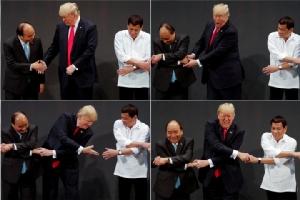 """ซัมมิตชาติอาเซียนแตะแค่เบาหวิว ทั้งในประเด็นทะเลจีนใต้-โรฮิงญา ขณะ """"ทรัมป์"""" จูบปากหวานหยด """"ดูเตอร์เต"""""""