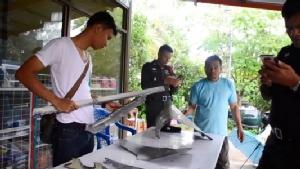 ขยะอวกาศระเบิดกลางน่านฟ้าไทย-ลาว ชาวบ้านแห่เก็บส่งทางการตรวจสอบ