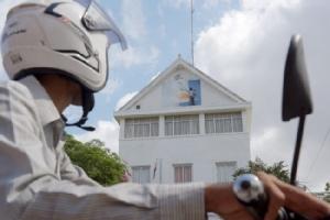 สมาชิกพรรคฝ่ายค้านเขมรเริ่มส่งคืนตำแหน่งหน้าที่ในสภาหลังถูกยุบพรรค