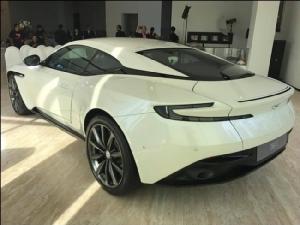 แอสตัน มาร์ติน DB 11 V8 เปิดราคา 21.9 ล้านบาท