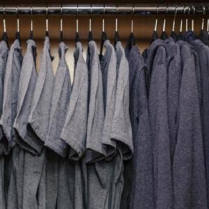 """เรียบง่ายแต่แอบหรู! เผยที่มาเสื้อยืด """"มาร์ค ซัคเคอร์เบิร์ก"""" สั่งตัดพิเศษ-ราคาหมื่นกว่า ใครอยากเป็นเจ้าของตอนนี้มีขายแล้ว"""