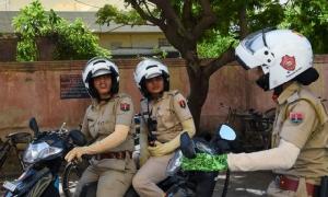 ตร.อินเดียส่งกองกำลัง จยย.หญิงล้วนป้องกันเหตุมุ่งร้ายทางเพศ หวังลบภาพสมญาเมืองหลวงแห่งการข่มขืน!