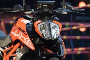 """เปิดตัวบนเวทีมวย """"KTM 390 DUKE"""" เคาะราคาพิเศษ199,900 บาท"""