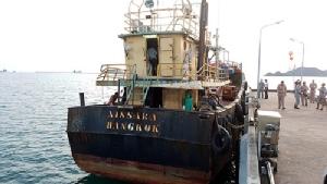 จับเรือบรรทุกน้ำมัน ณิศรา ตรวจยึดดีเซลได้กว่า 4,000 ลิตร