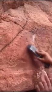 ลบแล้วนะ ! อ.เผ่าทอง ทองเจือ โพสต์คลิปลบภาษาไทยบนผนังหิน จบคดีคนไทยมือบอน