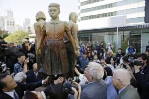 """ญี่ปุ่นยัวะ เกาหลีใต้ตั้ง """"วันสตรีผู้ให้ความสำราญ"""" รำลึกประวัติศาสตร์ """"ทาสกาม"""""""