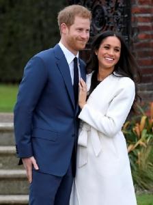 """ดูใกล้ๆ! ยลแหวนหมั้น """"เพชร 3 เม็ดเรียง"""" เจ้าชายแฮร์รีหวานเจี๊ยบ """"รักแรกพบ"""" ว่าที่เจ้าสาว"""