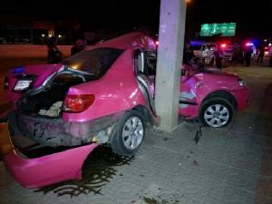 หนุ่มใหญ่ซิ่งเก๋งบนถนนรังสิต-ปทุมธานี เสียหลักอัดเสาไฟฟ้าโค้งไทยสแตนเลย์ ปทุมฯ ดับคาซากรถ