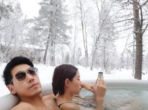 """หวานท้าหนาว!! """"เพชรจ้า"""" ควง """"นิวเคลียร์"""" แช่น้ำกลางหิมะ?"""